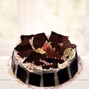 Black Forest Cake: Anniversary Gifts For Mom Krishna Nagar,  Bhopal