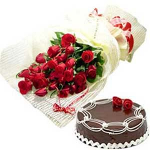 Roses Bunch And Cake: Valentine's Day Flowers Tt Nagar,  Bhopal