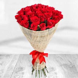 Exclusive Bunch Of Red Roses: Valentine Gifts For Wife  Bhopal