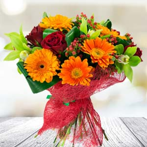 Bunch Of Mixed Flowers: Anniversary Gifts For Mom Shyampur,  Bhopal