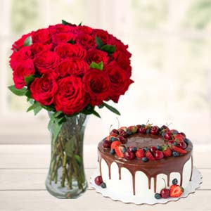Roses Combo With Cake And Vase: Gifts For Girlfriend Idgah Hills,  Bhopal