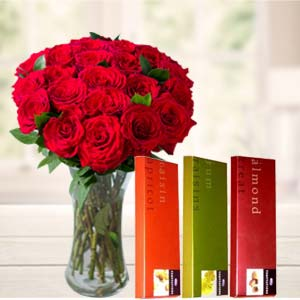 Roses In Vase With Temptations: Gifts For Boyfriend Chuna Bhatti,  Bhopal