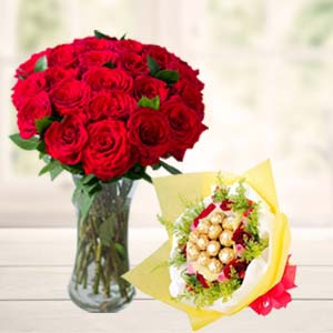 Roses In Vase With Ferrero Rocher: Gifts For Boyfriend Ayodha Bypass,  Bhopal