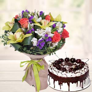 Mix Flowers With Vanila Cake: Mothers-day-gift-baskets  Bhopal