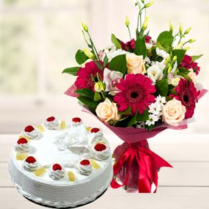 Mix Flowers With Pineapple Cake: Gifts Tt Nagar,  Bhopal
