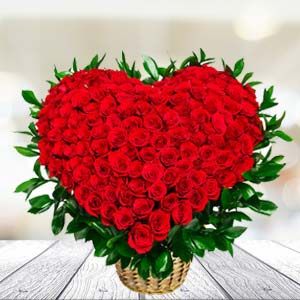 100 Red Roses Arrangement: Valentine Gifts For Husband Bagmugalia,  Bhopal